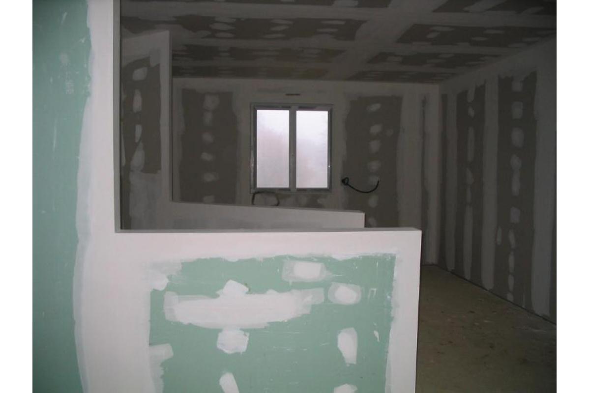 Doublage des murs et plafonds et création de cloisons séches en plaque de plâtre<br>